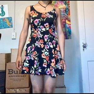 FLORAL DRESS BLACK OPEN BACK SMALL